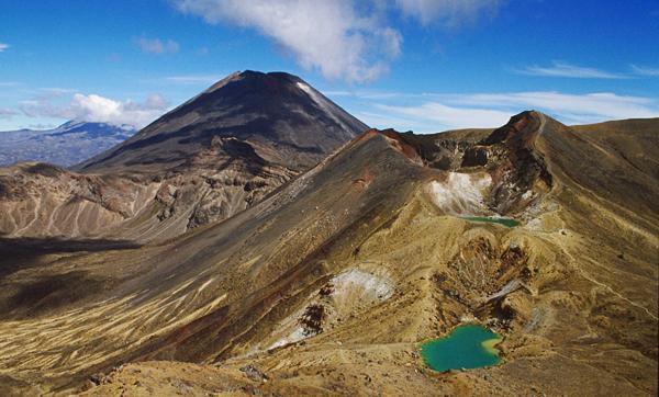 Red Crater, Ngauruhoe und Ruapehu, Tongariro Nationalpark, Neuseeland