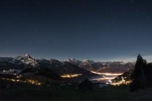 Amden am Walensee und die Glarner Alpen im Mondlicht