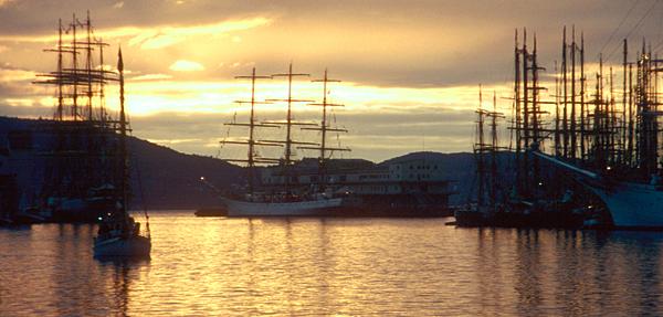 Der Hafen von Bergen mit Großseglern während des Cutty Sark Tall Ship Races 1993 in Bergen, Norwegen