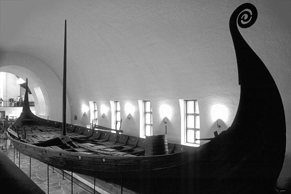 Das Osebergschiff im Wikingermuseum von Oslo, Norwegen