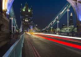 Auf der Tower Bridge bei Nacht, London, Grossbritannien