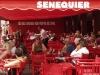 Das Senequier, traditionsreiches Café und Treffpunkt im Hafen von St. Tropez, Cote d\'Azur, Frankreich