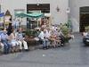 Menschen auf der Piazza della Repubblica in Orvieto, Umbrien, Italien
