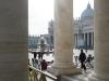 Wärmende Frühlingssonne auf dem Petersplatz, Rom, Italien
