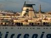 Detailansicht einer Fähre im Hafen von Genua, Ligurien, Italien