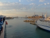 Blick vom Oberdeck der Sardinien-Fähre im Hafen von Genua, Ligurien, Italien