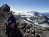 Eine junge Bergsteigerin unterhalb des Gipfel des Ruapehu