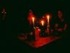 Gemütlicher Abend bei Kerzenschein in der Waihohonu-Hütte, Tongariro Nationalpark, Neuseeland