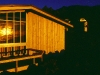 Abendsonne an einer der Skihütten von Whakapapa Ski Resort am Ruapehu, Tongariro Nationalpark, Neuseeland