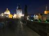 Liebespaar auf der Karlsbrücke in Prag
