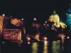 Die Karlsbrücke über die Moldau und die Altstadt bei Nacht, Prag, Tschechien