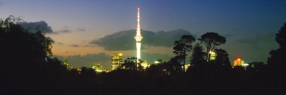 Auckland Tower bei Nacht, Nordinsel Neuseeland