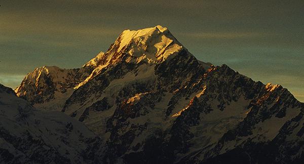 Aorangi (Mt.Cook), Neuseelands höchster Berg, im letzten Abendlicht