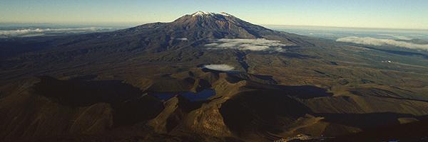 Ruapehu im ersten Sonnenlicht vom Gipfel des Mt. Ngauruhoe