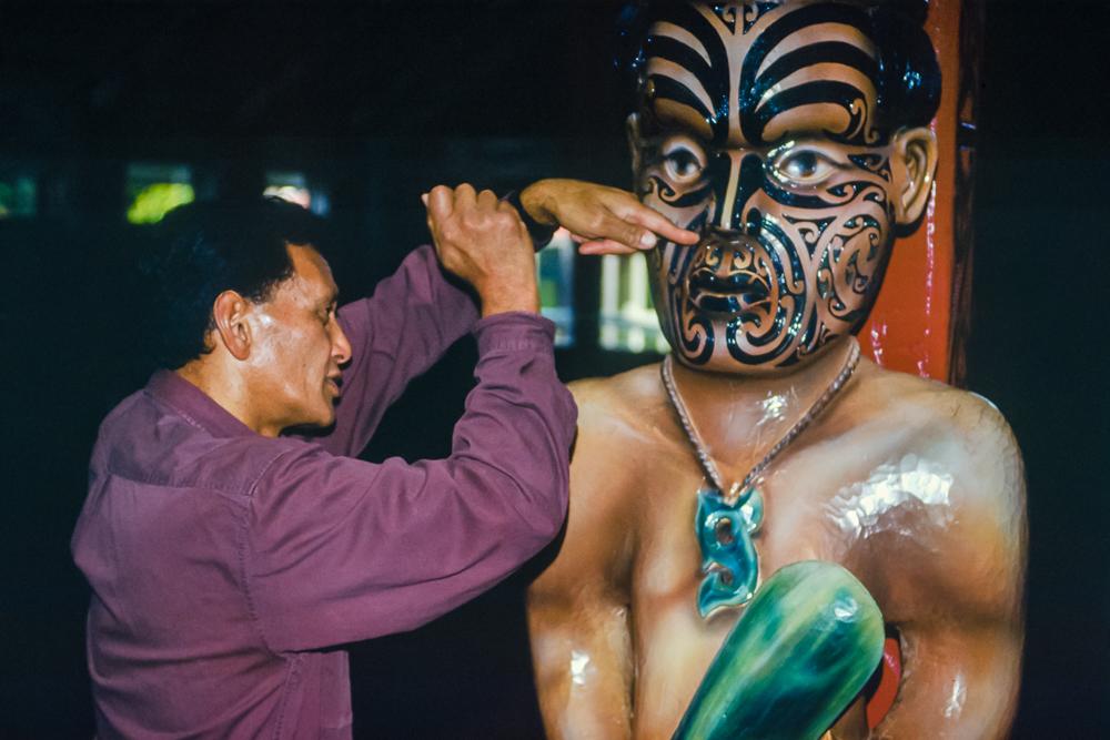 """In Christchurch lädt eine lokale Maori-Gemeinde Besucher aus aller Welt in ihr """"Nga Hau E Wha National Marae"""" ein, um über die Maori-Kultur, Geschichte und Gewohnheiten zu erzählen"""
