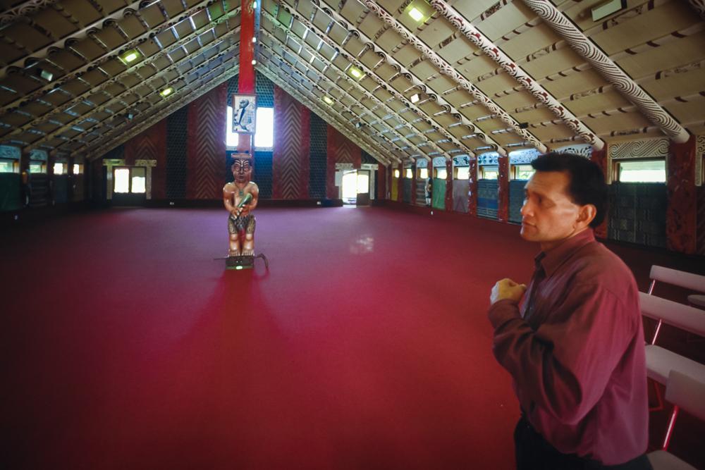 Das Versammlungshaus, hier im Nga Hau e Wha National Marae in Christchurch, Neuseeland, ist das spirituelle Zentrum der Gemeinde