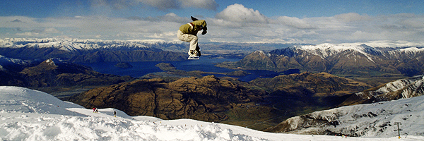 Snowboard jump am Treble Cone ski area, Lake Wanaka