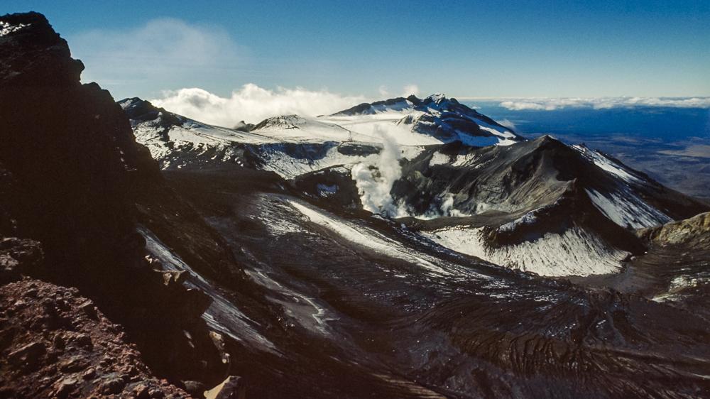 Eine anspruchsvolle Tour über Eis, Geröll und loses Felsgestein, die zu einer beeindruckenden Aussicht über die gesamte Nordinsel und dem apokalyptischen Krater führt