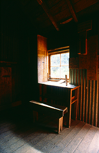 Im Inneren der Old Waihohonu Hut, Tongariro Nationalpark, Nordinsel Neuseeland