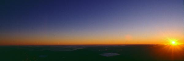 Sonnenaufgang über der Nordinsel un dem Gipfel des Ngauruohe, Tongariro Nationalpark, Neuseeland