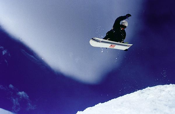 Snowboarder im Whakapapa-Skigebiet, Ruapehu, Tongariro Nationalpark, Neuseeland