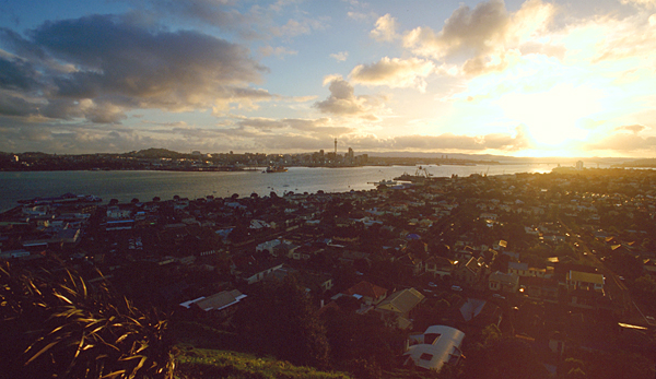 Sunset über Auckland Skyline und Hafen vom Mt.Victoria, Nordinsel, Neuseeland