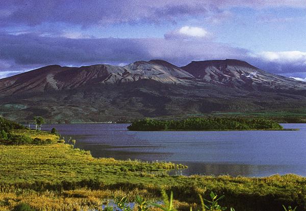 Lake Rotaira vor dem Tongariro Massiv, Tongariro Nationalpark, Neuseeland