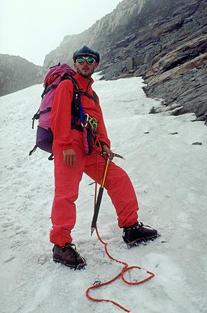 Bergsteiger beim Abstieg vom Hausstock über den Gletscher, Glarus, Schweiz