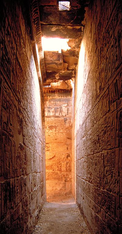 Tempelgang mit Zeichnungen im Ramesseum, Ägypten