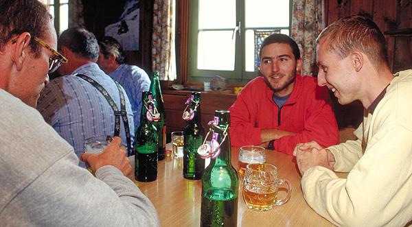 Abendessen auf der Muttseehütte, Graubünden, Schweiz