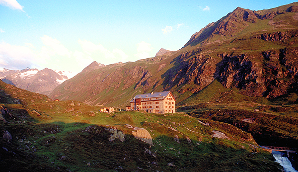 Blick zur Franz-Senn-Hütte und dem Alpeinferner, Stubai, Österreich
