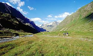 Aufbruch von der Franz-Senn-Hütte ins Oberbergtal und zum Alpeinferner, Stubai, Österreich