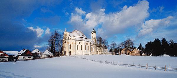 Die Wieskirche zu Steingaden, Wallfahrtsort und berühmter Rokokobau, Bayern, Deutschland