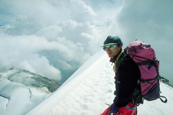 Bergsteiger am Gipfelgrat des Piz Palü, Engadin, Graubünden, Schweiz