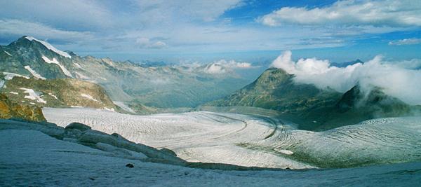 Panorama von Piz Bernina, Morteratschgletscher und Diavolezzahütte, Engadin, Graubünden, Schweiz