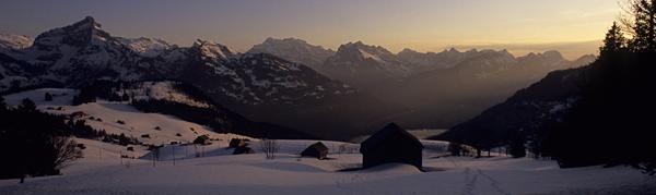 Sonnenuntergang über dem Walensee und den Bergen des Glarnerlands, Amden, Kanton St. Gallen, Schweiz