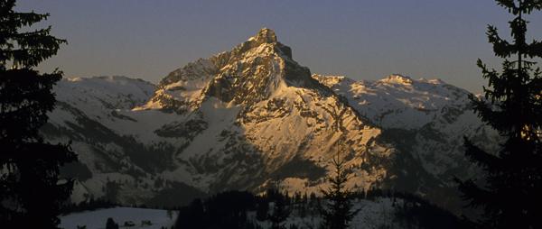 Sonnenaufgang über dem Mürtschenstock am Walensee, Amden, Kanton St. Gallen und Glarus, Schweiz