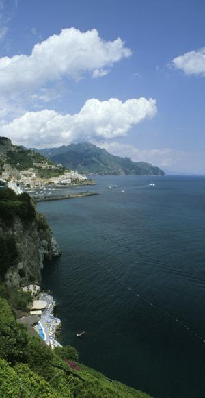 Amalfi an der gleichnahmigen Amalfiküste, Kampanien, Italien