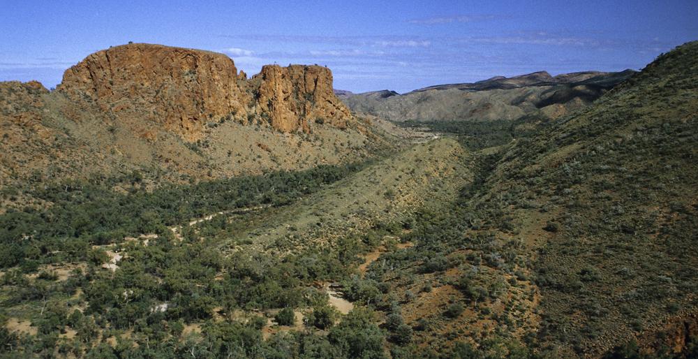 Die Trephina Gorge in den Eastern MacDonnell Ranges östlich von Alice Springs im roten Zentrum von Australien