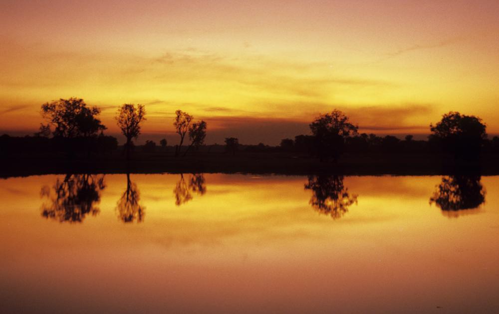Sonnenuntergang über den Wasserläufen und Sumpfgebieten von Yellow Waters im Kakadu Nationalpark, Australien