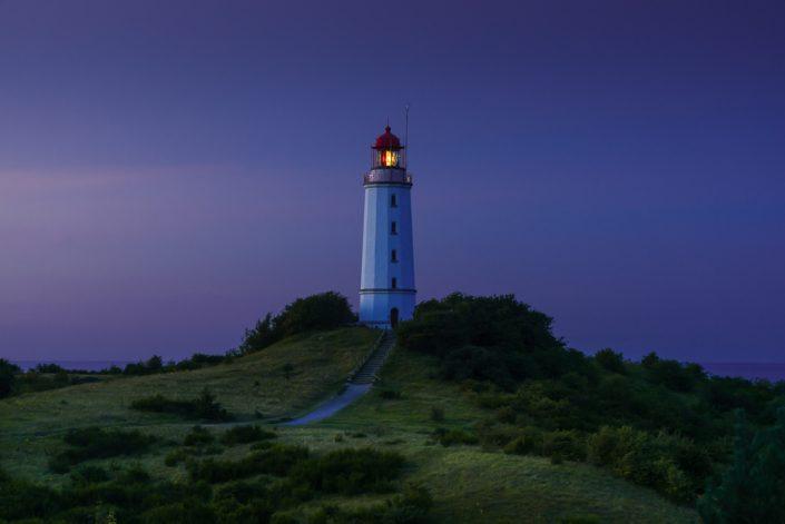Leuchtturm Dornbusch auf der Insel Hiddensee in der blauen Stunde