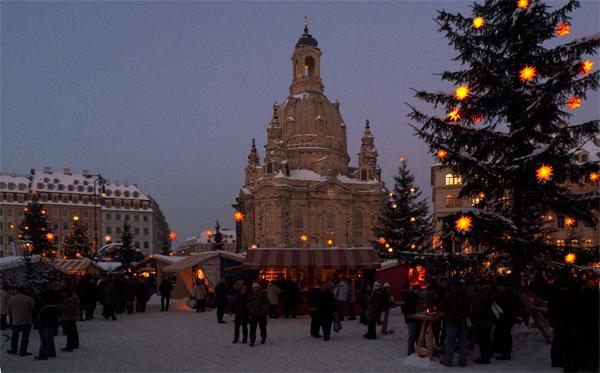 Weihnachtsmarkt am Neumarkt und Frauenkirche, Dresden, Sachsen, Deutschland