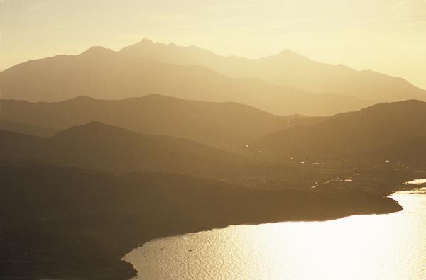 Panoramablick vom Castello del Volterraio auf Bucht von Portoferraio und den Westen von Elba, Toskana, Italien