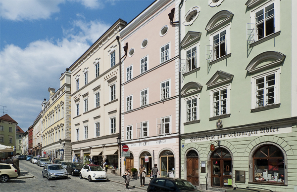 PAtrizierhäuser am Residenzplatz in Passau, Bayern, Deutschland
