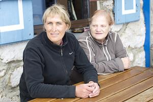 Marissa und Sonja - die Wirtsleut auf der Meilerhütte im Wettersteingebirge, Deutschland