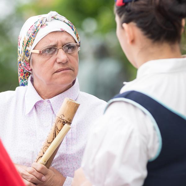 Musikerinnen in traditionellen Kleidern von Madeira
