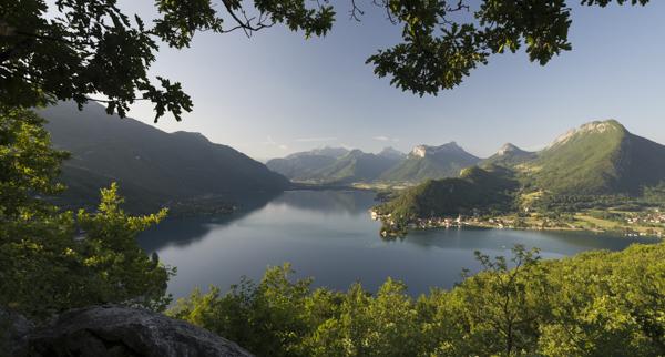 See von Annecy mit dem Ort Duin