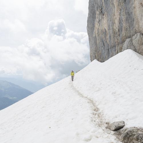 Die Bergtour auf die Tournette unterhalb des felsigen Gipfelaufbaus, Lac d'Annecy, Savoyen, Frankreich