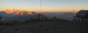Wildstrubelhütte bei Sonnenaufgang, Berner Oberland, Schweiz