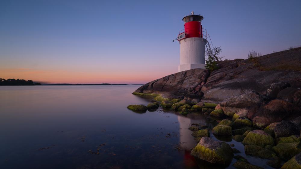 Leuchtturm auf der Insel Yxlan in den Schären vor Stockholm (Archipelago) an der Ostküste von Schweden